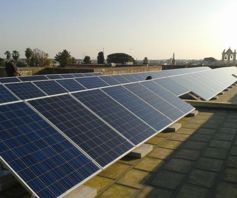 Impianto fotovoltaico su tetto, scuola elementare San pietro in Lama (LE)
