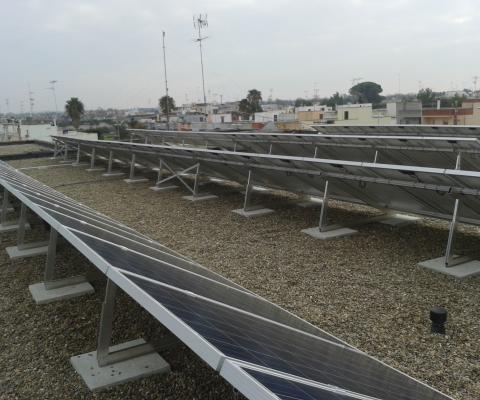 Impianto fotovoltaico su tetto, scuola media San Pietro in Lama (LE)