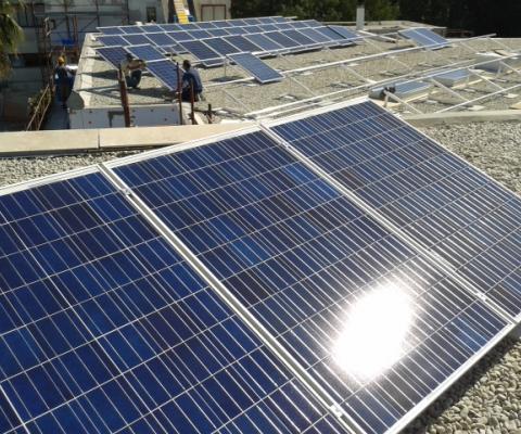 Impianto fotovoltaico su tetto, scuola media San Cesario di Lecce (LE)