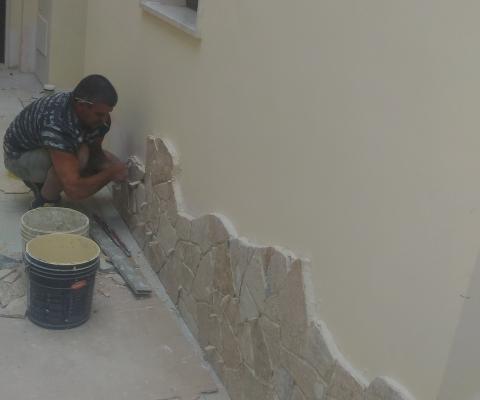 Realizzazione zoccolatura parete esterna, privato, San Cesario di Lecce (LE)