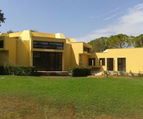 Ripristino facciata ed installazione nuovi infissi a taglio termico, comune di Alezio (LE)